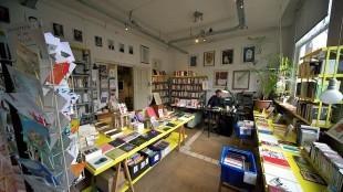 Boekhandel Perdu, Kloveniersburgwal 86, Amsterdam, in 2015 (foto Oog op Amsterdam)