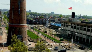 Het stationsgebied van Den Helder met watertoren en Rob Scholte Museum (foto Ingrid Ruijsestein/Pinterest)