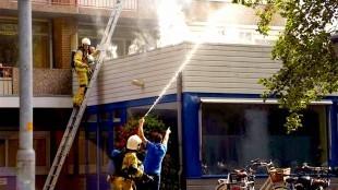 Rook bij de inmiddels al weer vergeten stadhuisbrand in Den Helder (foto Erik van Seevenster)