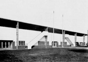 Achterkant van de nieuwe tribune in 1930 (Archief NDR)