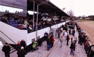 Na de heropening, begin 2010, ziet de tribune er van buiten weer net zo uit als in 1930 (Archief NDR)