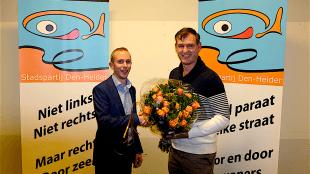 Partijvoorzitter Robert Klein met lijstrekker wethouter Pieter Kos, nationaal vooral bekend door zijn rol in het RSMuseum dossier (foto Stadspartij Den Helder)