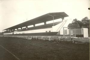 Tribune met het zwevende dak in 1930 (Archief NDR)
