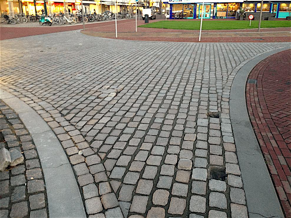 Inadequate bestrating op het Stationsplein (foto Staf RSMuseum)