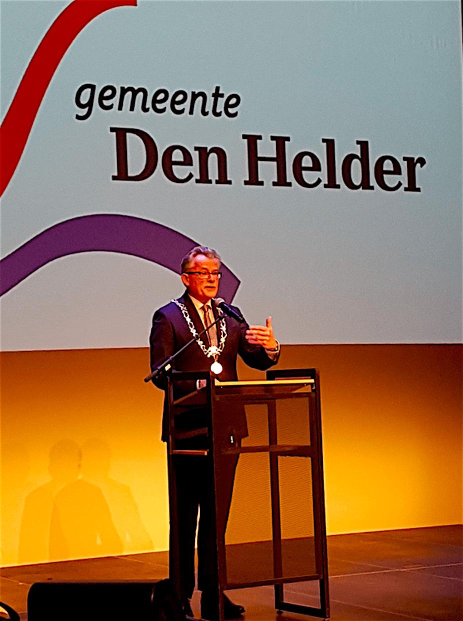 Koen Schuiling op de Nieuwjaarsreceptie van Gemeente Den Helder 2018 (foto Renata Boltendal/Twitter)
