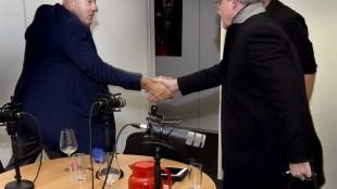 John van den Heuvel & Nico Meijering geven elkaar de hand (foto Truus van Gog/Villamedia)