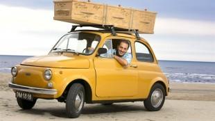 Kefah Allush met De Kist op zijn Fiat (foto YouTube)