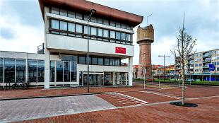 Het pand van Rob Scholte in Den Helder naast het station (foto Raymond Rutting)