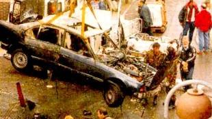 Ravage na de aanslag op Rob Scholte (foto De Telegraaf)