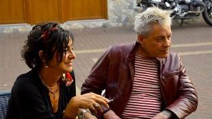 Paul Blanca met vriendin bij IJssalon Aris Laan in Den Helder (foto Bert Aggenbach)