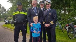 Burgemeester Schuiling met Jort (foto weerstand/Twitter)