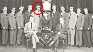 Bush, member of Skull and bones (foto GlobalTruth)