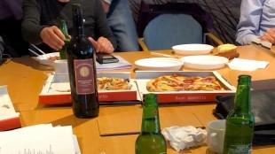 Carlo Assorgia en de overige (niet in beeld) onderhandelaars hebben een akkoord (foto DHA)