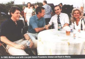 In 1983 Wallace and wife Lisa join future President Clinton and Busch in Maine (foto Before It's News)