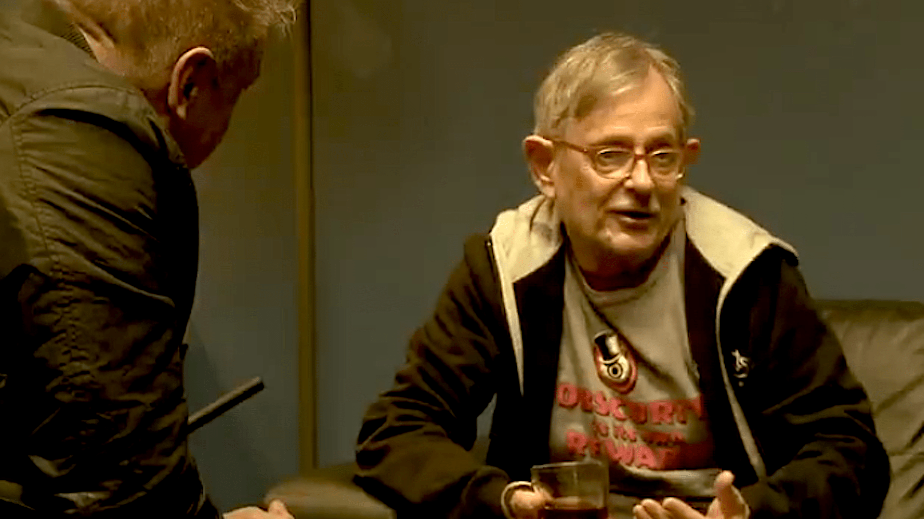 Rob Scholte interviews Homer Flynn (foto YouTube)