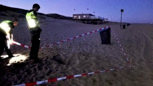 Weer een bom gevonden op strand Den Helder (foto Ed Mallekoote).