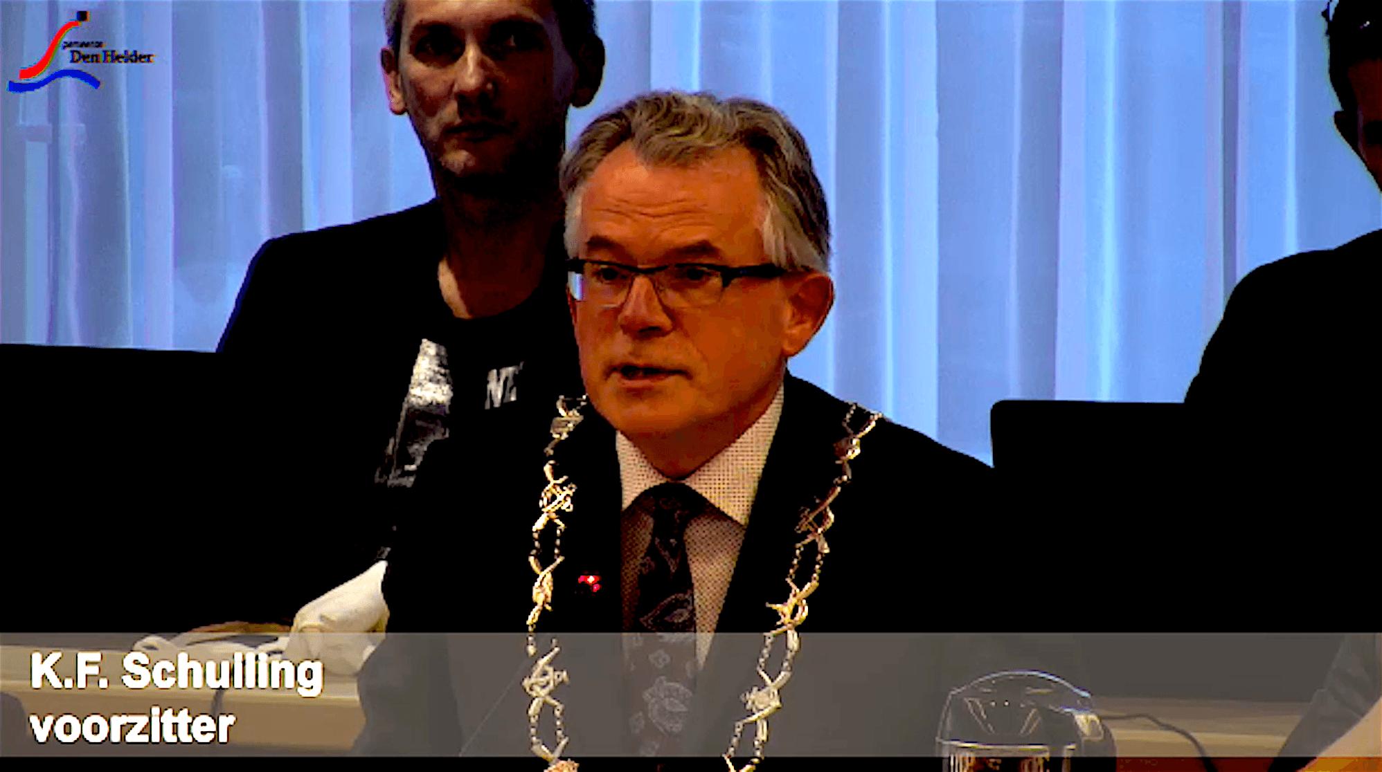 Burgemeester Koen Schuiling als voorzitter van de Helderse gemeenteraad (foto Staf RSMuseum)