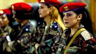 Colonel Gaddafi and his virgin female bodyguards (foto India TV)