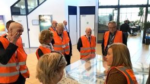 Burgemeester Koen Schuiling (tweede van rechts) met het College van B&W Den Helder te gast bij DH Airport (foto Peter de Vrij/Twitter)