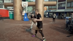 Professor sends dude FLYING off the court with cross in Den Helder (foto YouTube)