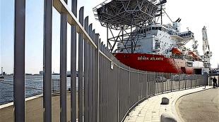 Bij havenuitbreiding komt ook dit hek naar Harssens (foto NHD)
