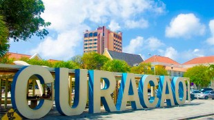Curaçao sign in Willemstad (foto DX-World)