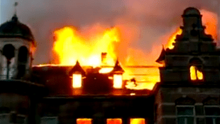 Zionsburg in brand (foto YouTube)
