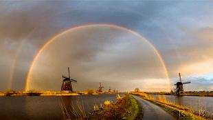 Dubbele regenboog bij Kinderdijk (foto Rick Bekker)