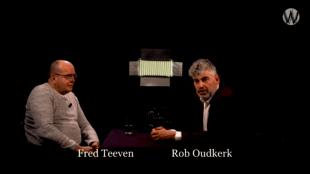 Fred Teeven & Rob Oudkerk bij Café Weltschmerz (foto YouTube)
