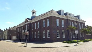Gaat de gemeente het oude stadhuis aan de Kerkgracht kopen of toch huren? (foto DHA)