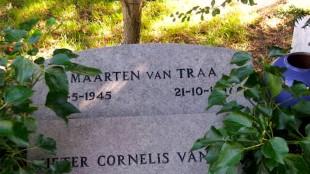 Graf van Maarten van Traa (foto bekendedidenederlanders.com)