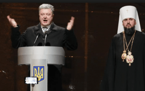 On December 15, Ukrainian President Petro Poroshenko (left) congratulated Metropolitan Epifaniy (Sergiy Dumenko) of the Kiev Patriarchate as the head of a new Ukrainian church