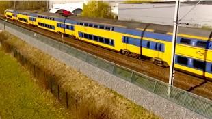ProRail plaatst 24 kilometer aan geluidschermen langs het spoor in Almere (foto Anders Bekeken Webblog)