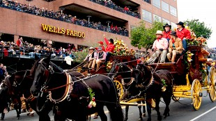 Tournament of Roses parade. Pasadena, CA (foto Wells Fargo Stagecoach Photo Gallery)