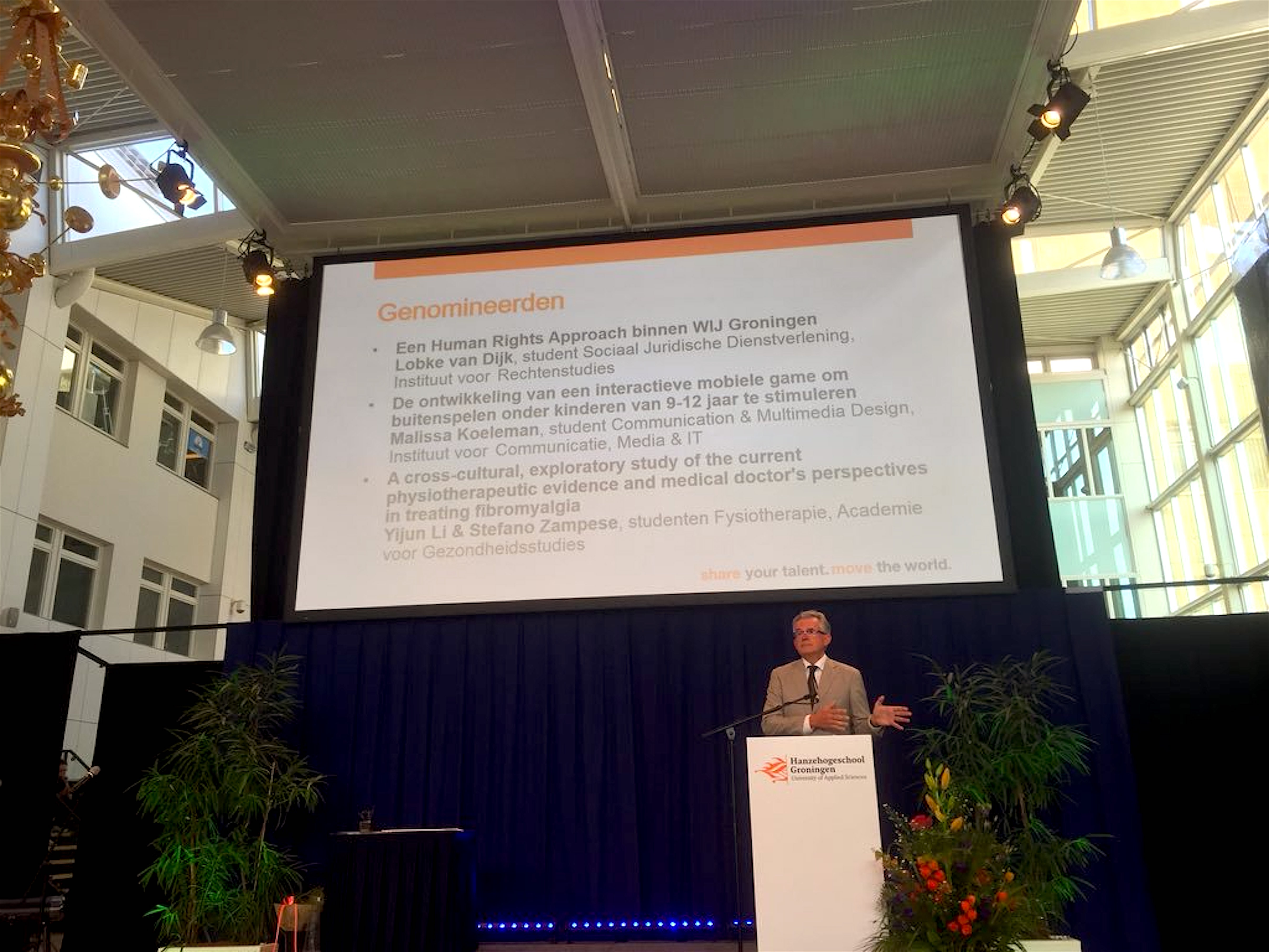 Burgemeester Koen Schuiling van Den Helder heeft een nevenfunctie, namelijk voorzitter van de taad van bestuur van de Hanzehogeschool in Groningen (foto Fleur Gräpe/Twitter)