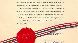 Dean Acheson, Secretary of State of the United States of America certifies the North Atlantic Treaty, april 4, 1949 (foto The Sun NY)