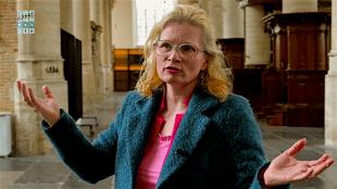 Hellen van Meene op plaats delict (foto YouTube