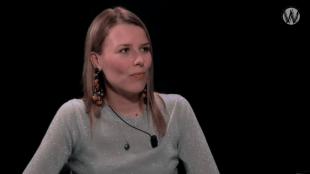 Kristel Schurink bij Café Weltschmerz (foto YouTube)