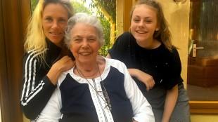 De drie belangrijkste vrouwen in het leven van Rob Scholte (v.l.n.r. zijn vrouw Lijsje, zijn moeder Riet en zijn dochter Anaïs, foto Staf RSMuseum)