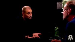 Lange Frans met Coen Vermeeren (rechts) bij Café Weltschmerz (foto YouTube)