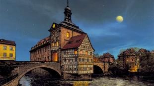 Paul McGehee - Bamberg, Germany, The Old Rathaus (foto paulmcgeheeart)