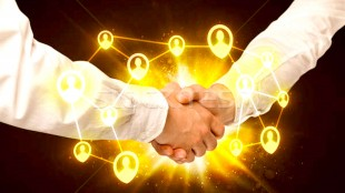 Social network connection handshake (foto Stockfresh)