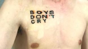 BOYS DON'T CRY laat zien wat er gebeurt, wanneer het aloude idee van 'mannen huilen niet' wordt losgelaten (foto Huis aan Huis)