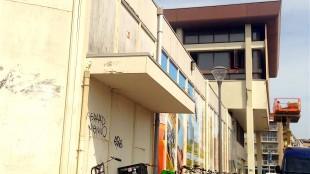 De bij het originele ontwerp van Jo Kruger horende laagbouw, waar het Rob Scholte Museum zich opnieuw wil vestigen en die Tuin wil slopen om terugkeer onmogelijk te maken (foto Staf RSMuseum)