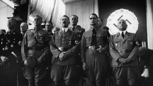 Hitler in 1937 with senior Nazi leaders (foto Austrian Archives:CORBIS)