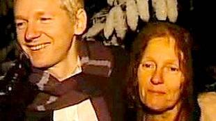 Julian & Christine assange (foto Twitter)