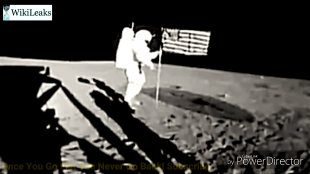 Planting the flag on camera (foto YouTube)
