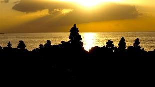 Rock towers at sunset near La Caleta, Costa Adeje (foto Walking News)